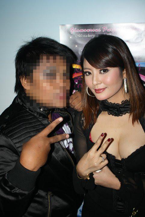"0ulasan to ""Gambar Syella Kamaruddin nampak tetek"""
