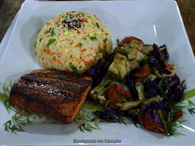 Hashi Temakeria: Teppanyaki de Salmão