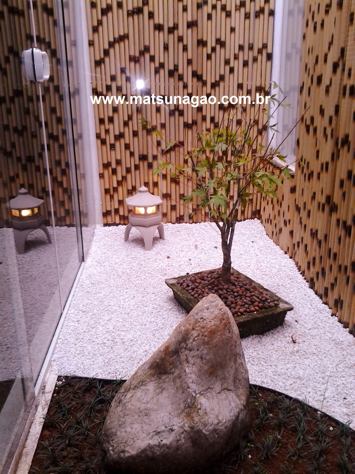jardim zen; bonsai; jardim de inverno; acer palmatum; karensansui