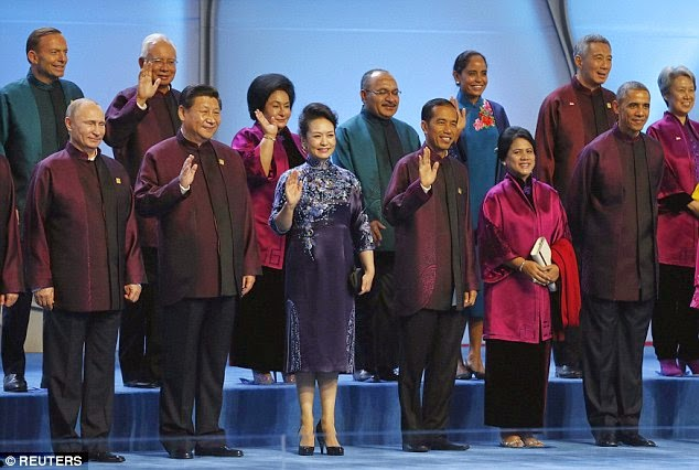 Barack Obama standing with communist affiliates, wearing the official state dress of China, the Zhongshan tunic made famous by Chairman Mao of the Communist Party of China.