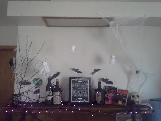 Freelance lady inexpensive diy indoor halloween for Cheap diy indoor halloween decorations