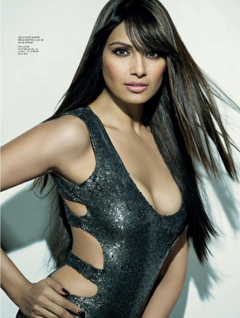 Bipasha Basu Stunning Hot Photoshoot For Maxim India Dec