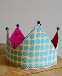 http://www.manualidadesblog.com/una-corona-para-los-reyes-de-la-casa/