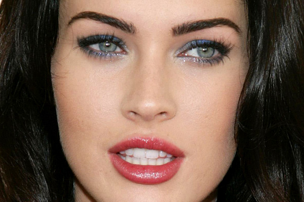 eye colors women with dark hair and blue eyes