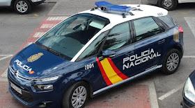Encuentran el cadáver de una mujer con golpes y heridas de arma blanca en su domicilio de Madrid