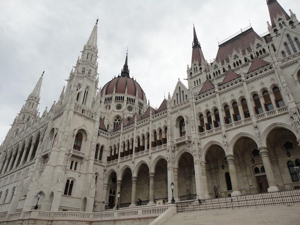 I viaggi di raffaella in visita al parlamento di budapest for Il parlamento