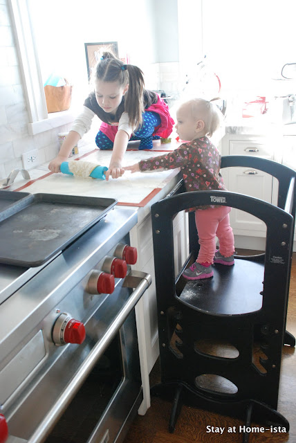 kids helping in the kitchen thanks to a learning tower