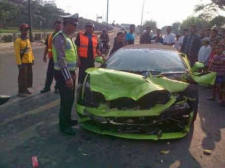 Foto Mobil  Lamborghini Hotman Paris Kecelakaan Tol Ancol 2014 Tabrak Supir Truk