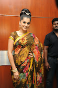 taapsee glam pics in saree-thumbnail-11