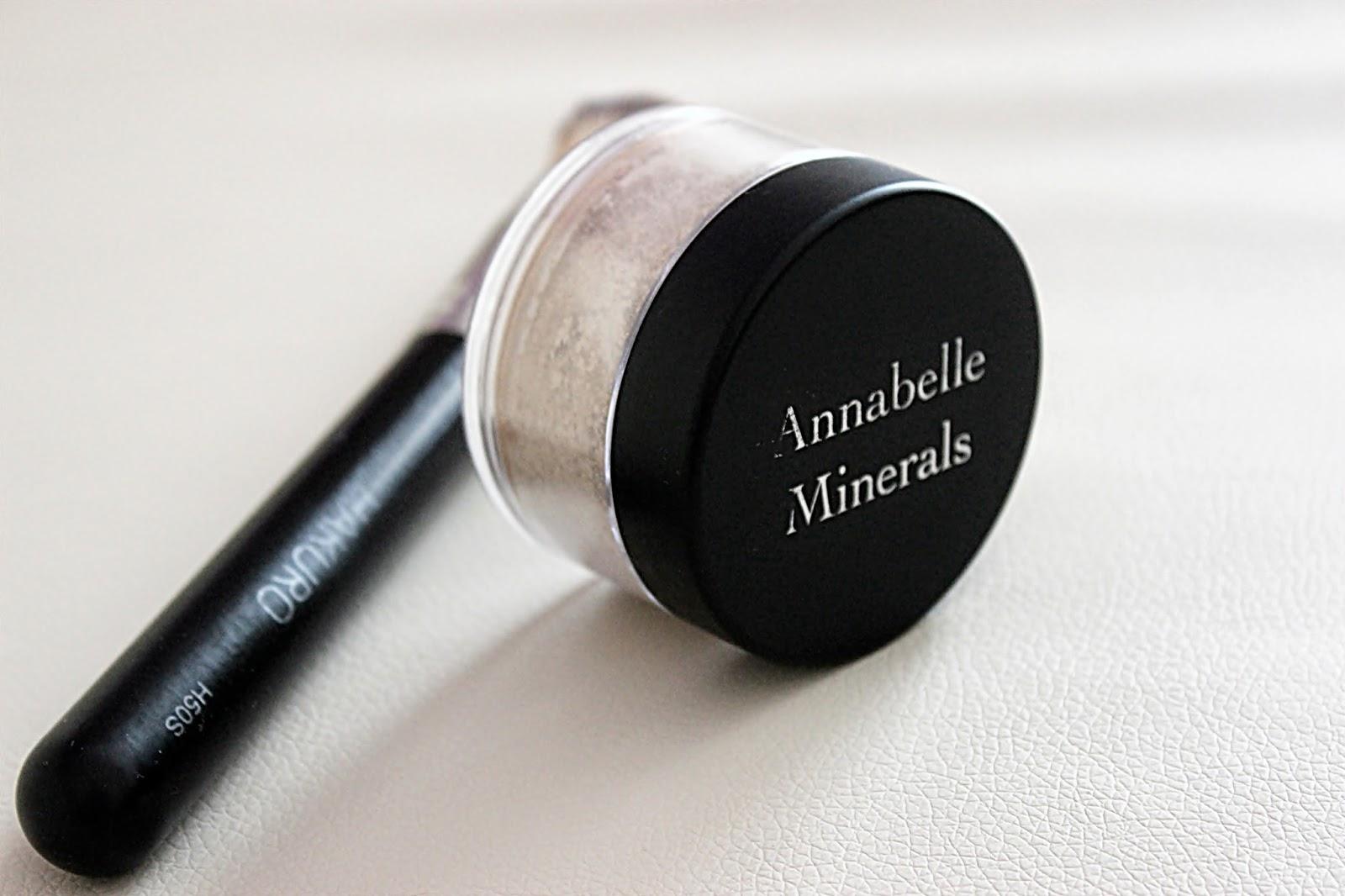 Annabelle Minerals, pędzel Hakuro, podkład mineralny