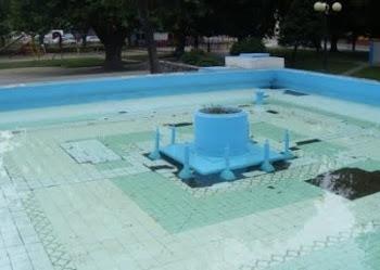 La Pileta de la plaza de Penco lleva 20 años sucia y abandonada (Click aqui)