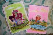 adesivo e pintura em cadernos