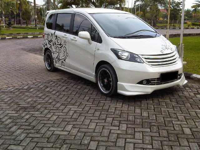 modifikasi mobil honda freed putih