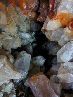 les pointes de quartz sont en place à l'intérieur du four