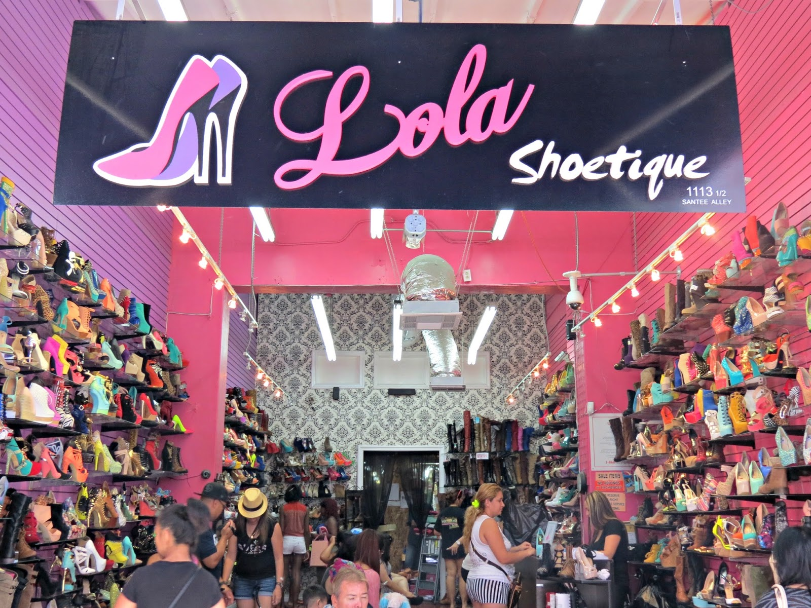 The santee alley the santee alley loves lola shoetique for Nearby boutiques