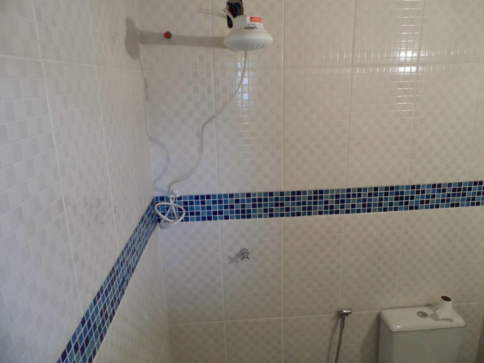 Minha casa te inspira: Banheiro azul e Branco #384960 1600x1200 Banheiro Branco E Laranja