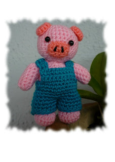 Amigurumi Crochet Animal Pig Keychain Idea