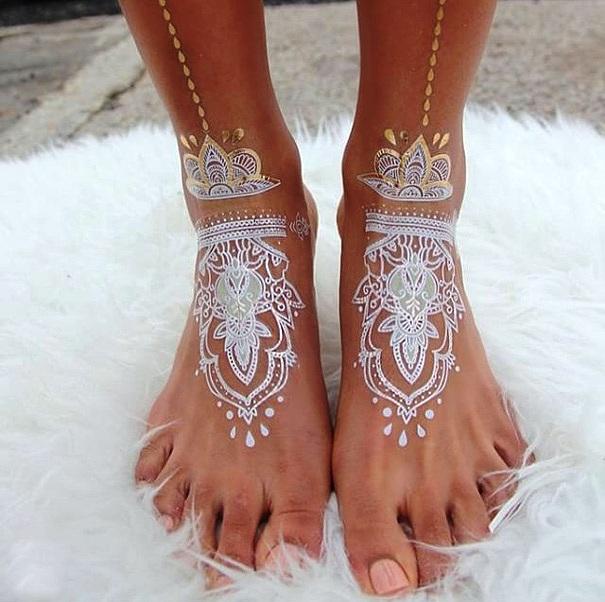 Elegant white henna