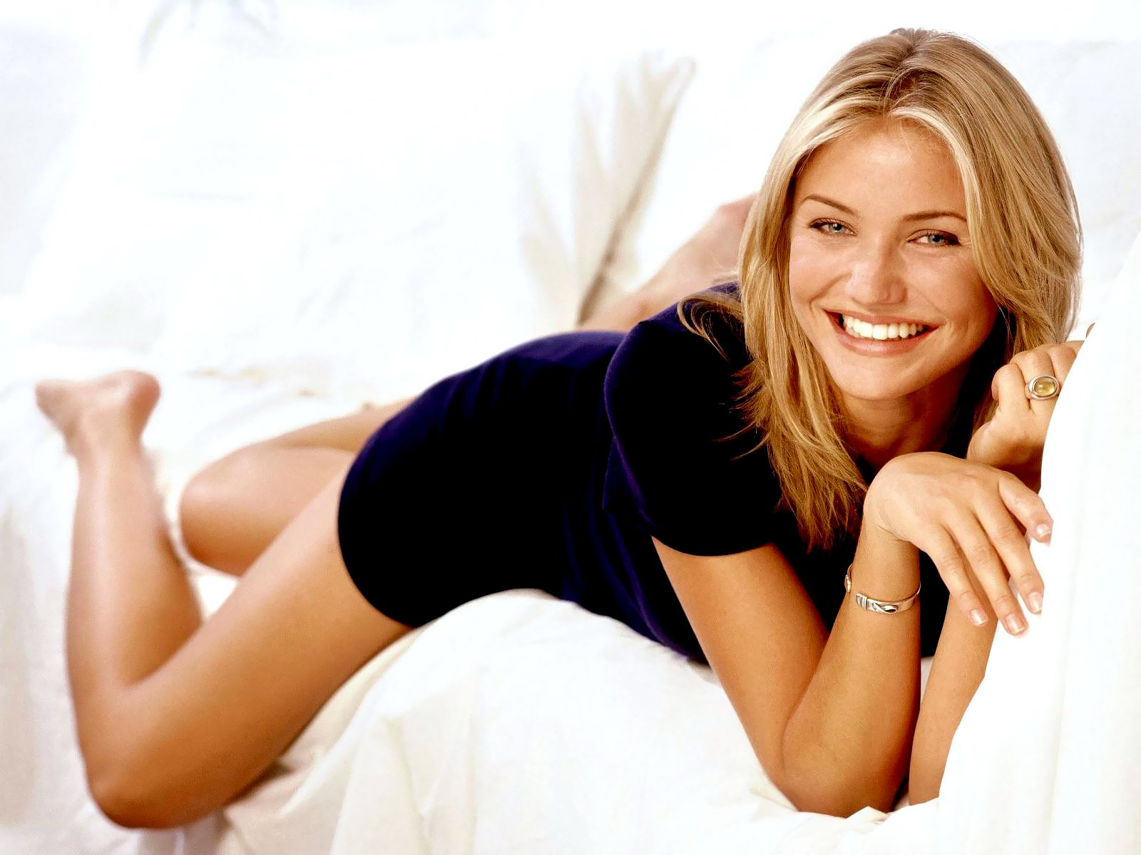 http://1.bp.blogspot.com/-ldy5Cl3Re1Q/UPO8YAOnm2I/AAAAAAAACsI/G0gb4cIKYkc/s1600/Cameron-Diaz-Wallpapers-13.jpg