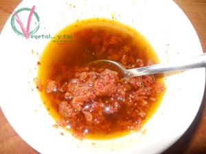Mezclar los ingredientes de la vinagreta.