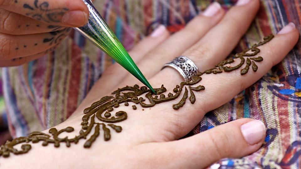 Black Mehndi Tattoo : Black henna tattoos