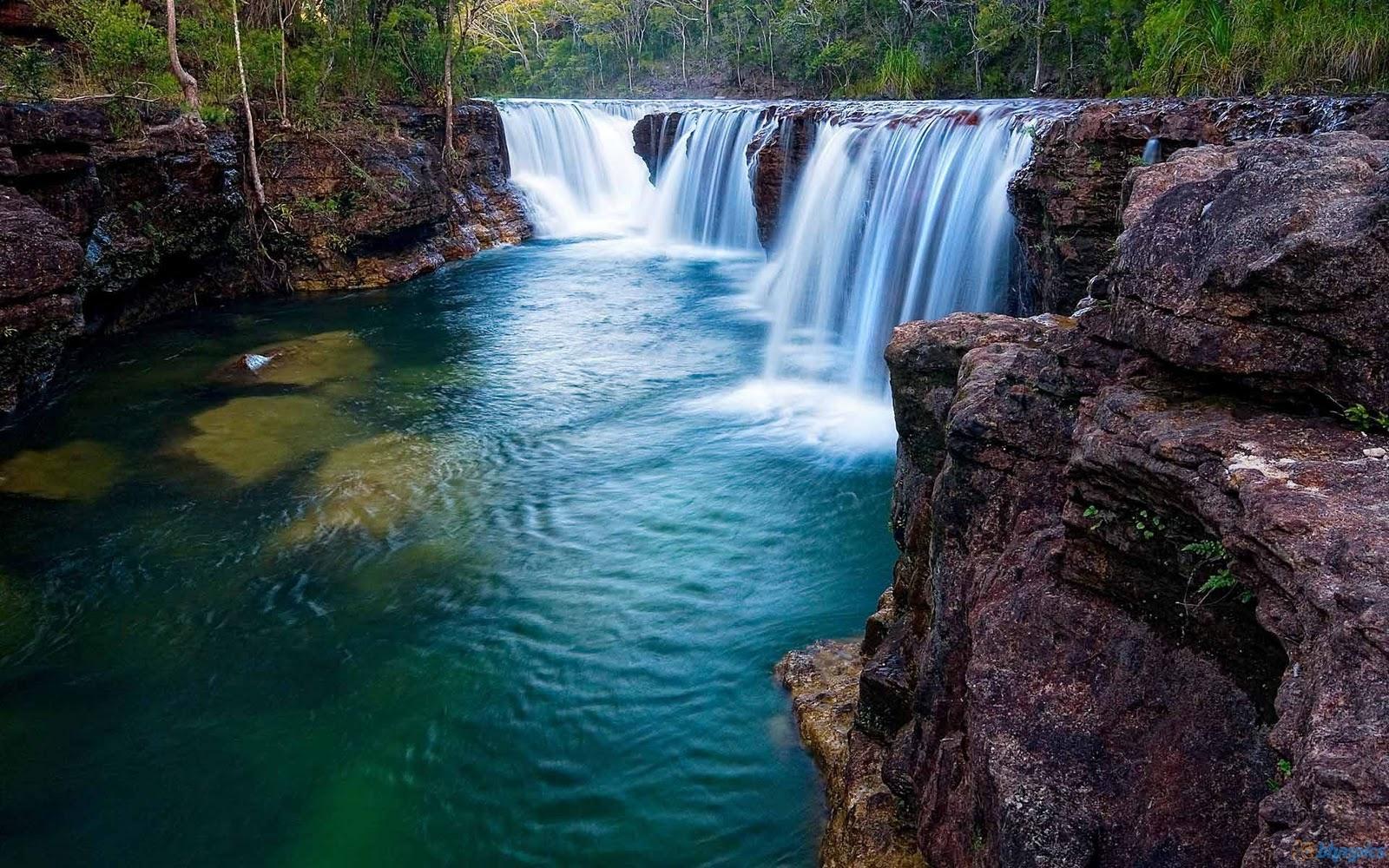 http://1.bp.blogspot.com/-leTtcFZvipg/TuhPxfnJMfI/AAAAAAAAAl0/7SlfbSOpxMs/s1600/blue_waterfalls-1920x1200.jpg