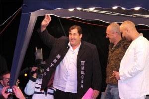 Скандалният търновски бизнесмен Митьо Пищова изненадващо обяви, че се е оженил