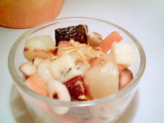 Rostade rotsaker med citron, rostad mandel och ost