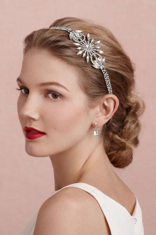 Choose Right Hair Accessories To Be Inharmony With Your Total Look And