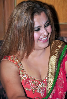 Sona Aunty Hot Cleavage