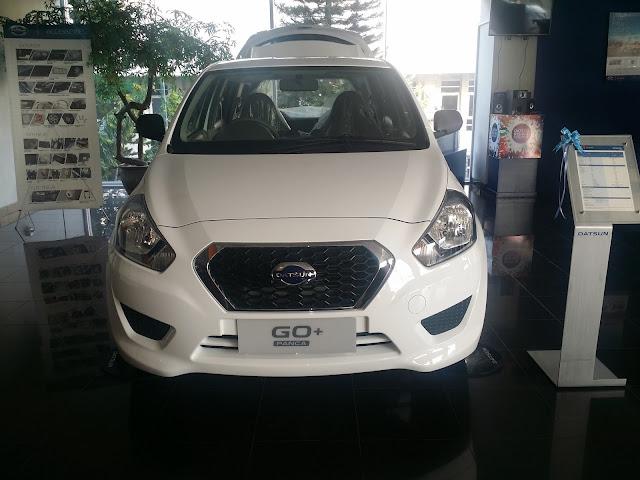 Foto tampilan eksterior depan Datsun GO+ T Option Airbag