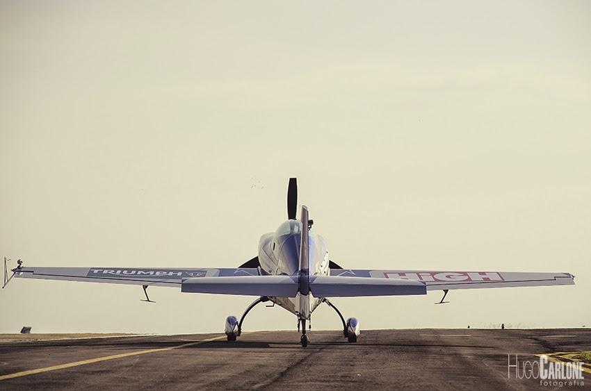 Avião se prepara para decolar