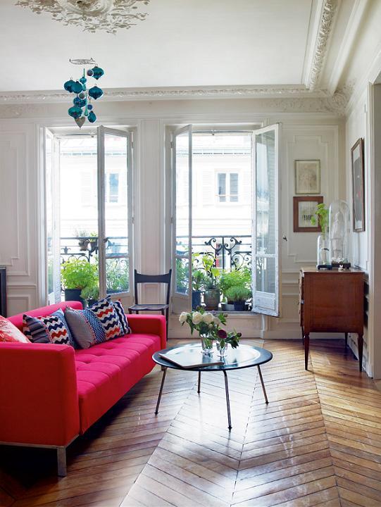 Decor me un apartamento en par s con mobiliario de dise o for Hot pink living room ideas