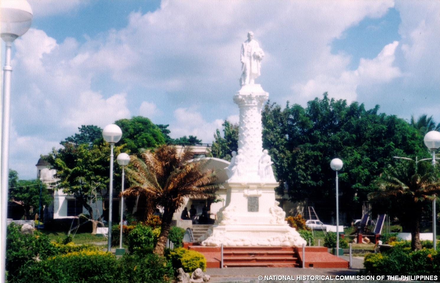 Tuguegarao City Philippines  city pictures gallery : ... Monumento Alay Kay Rizal: Tuguegarao Town Plaza Tuguegarao City