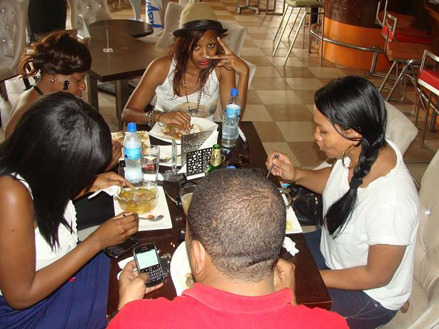 Jide, Anita, Abby, Kinje na Cynthia @ Nyumbani .
