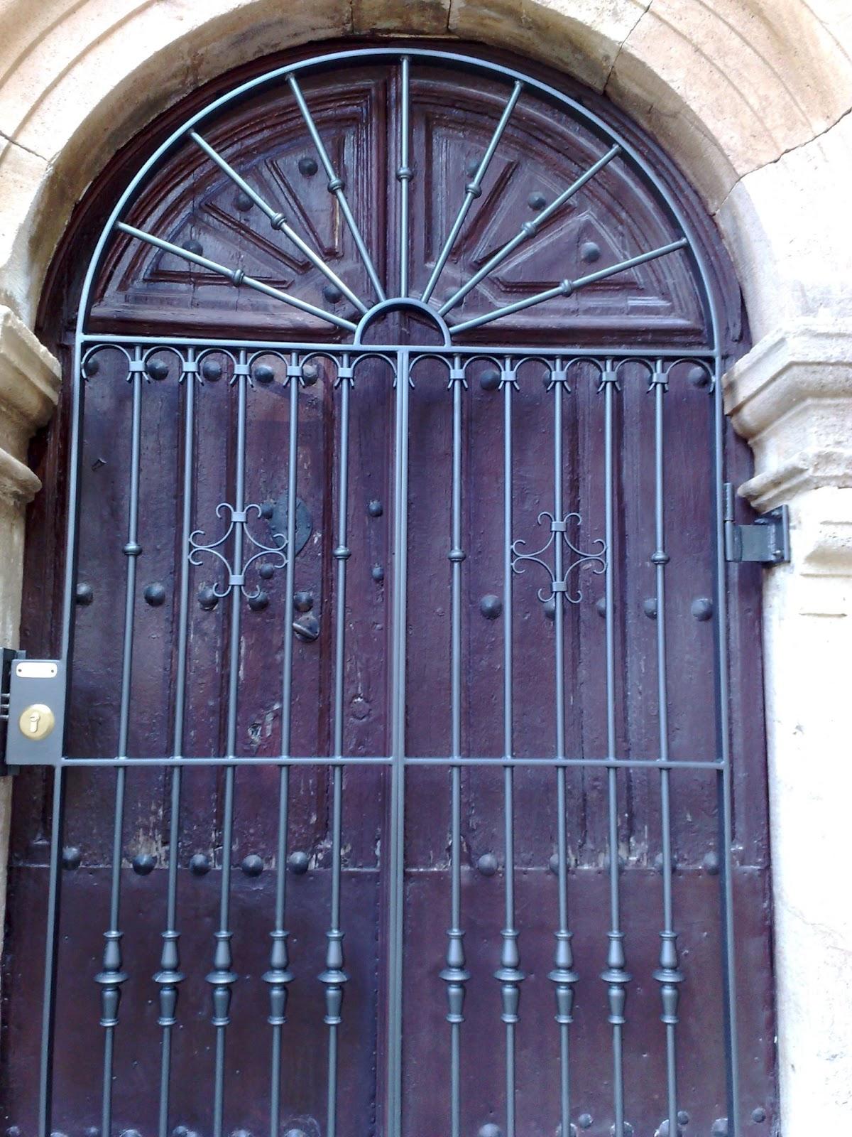 Puertas de forja artistica cerramientos y forja cantabria for Puertas para cerramientos