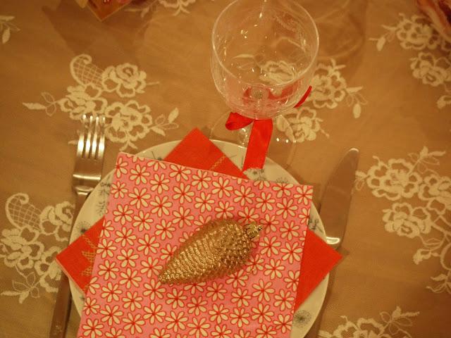 déco table fête rose et rouge