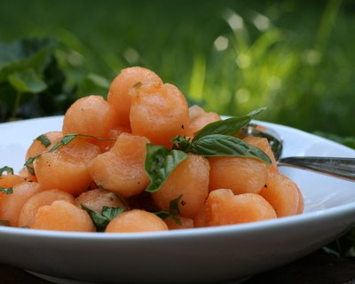 Thai Cantaloupe Salad ♥ KitchenParade.com, refreshing summer salad with a surprise ingredient. WW2.