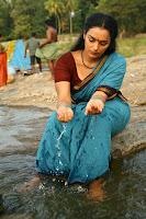 swetha menon spicy hot exposing photo shoot ragile kasi telugu movie stills