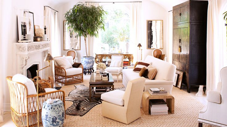 Lunch latte house tour a 1920s hollywood hills charm for Mark d sikes living room