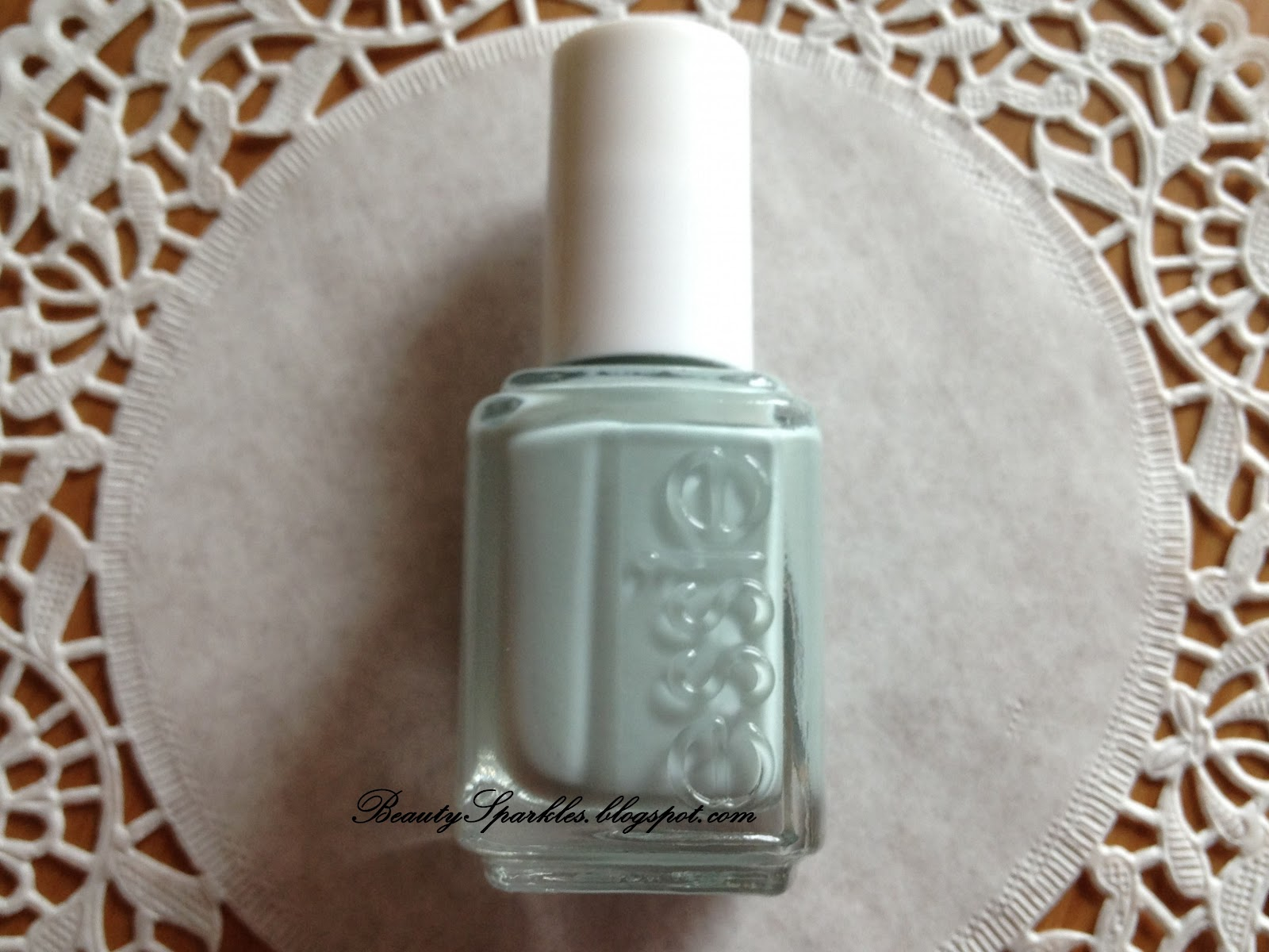 ♥ Beauty Sparkles: Swatch: Essie Who Is the Boss