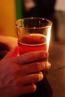 Bahaya Minum Dan Makan Sambil Berdiri