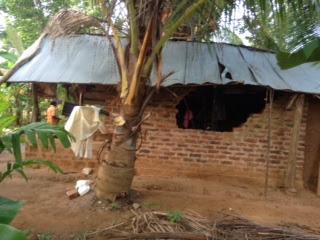 De gedupeerde boeren en burgers worden direct in hun bestaan bedreigd door de schade die olifanten kunnen aanrichten.