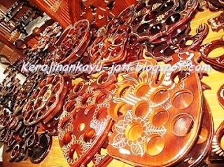 http://kerajinankayu-jati.blogspot.com/2013/03/tempat-aqua-gelas-jati.html