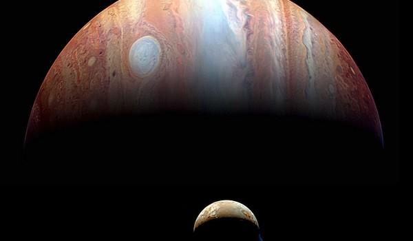 Júpiter e Io fotografiada por la nave espacial Nuevos Horizontes