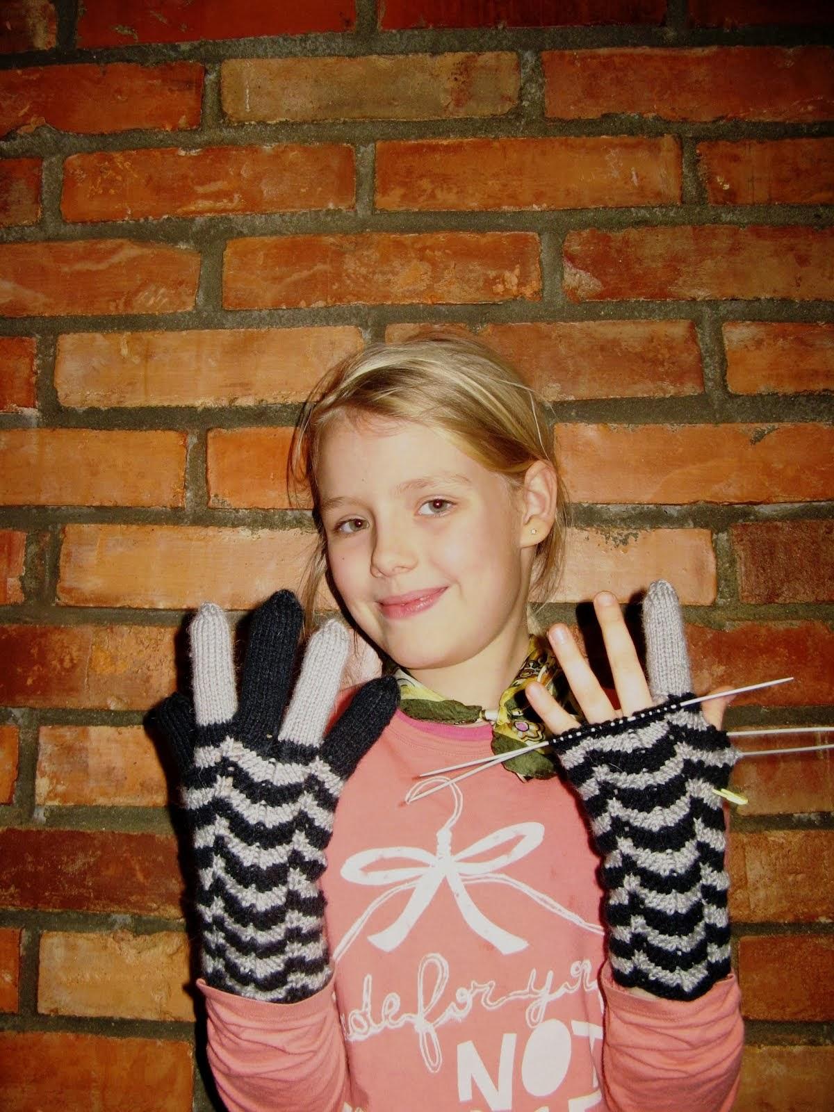 Перчатки Алисе.