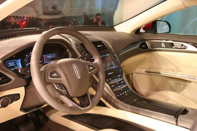2013-Lincoln-MKZ-interior