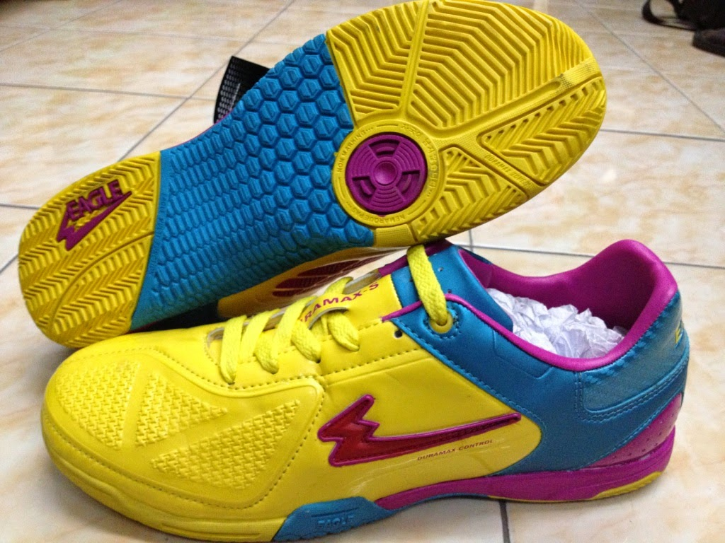 Sepatu Futsal Original Terbaik | Holidays OO