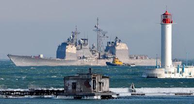 Фото Укринформ:корабль США у одесского маяка