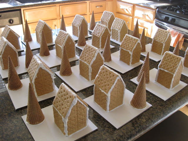 Easy Gingerbread House Graham Crackers